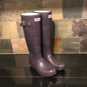Hunter classic tall Welly rain boots Aubergine